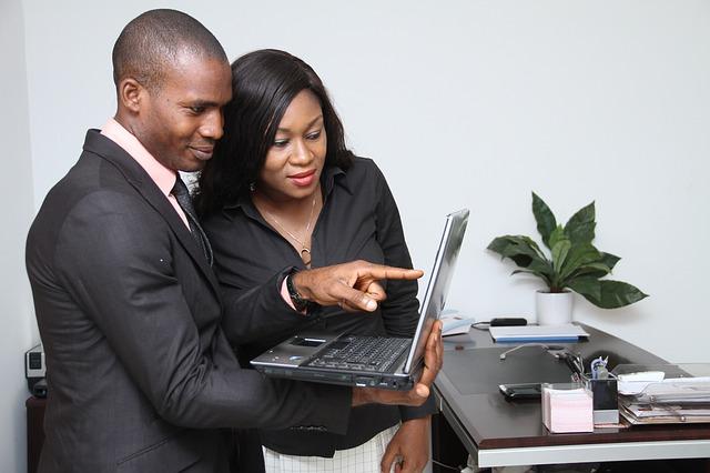 Controla tus datos comerciales con aplicacion CRM facil